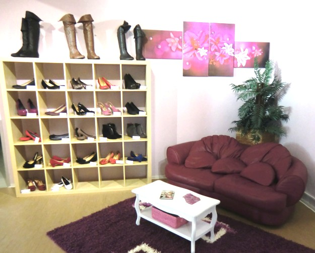 ladies-boots-pumps-showroom-schwaig-nuernberg.jpg