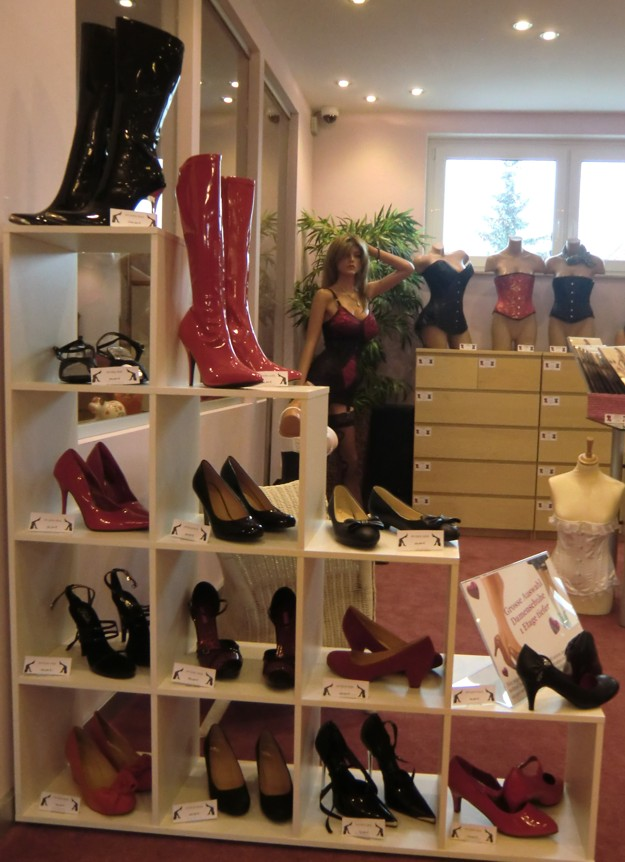 ladies-shoes-selection-showroom-schwaig-nuernberg.jpg